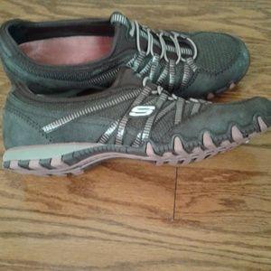 Skechers size 8 brown athletic sneakers